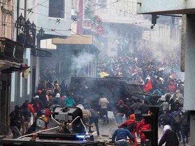 Crisis por suba de combustibles ya deja 350 detenidos en Ecuador
