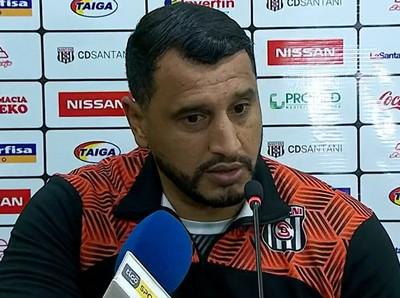 Mario Jara reconoce que Santaní no juega bien, pero valora el triunfo