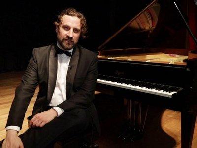 Pianista español José Luis Nieto toca icónica suite Iberia de Albéniz