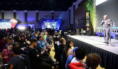 Paraguayos destacados dieron realce al cierre de primera Campus Party del país