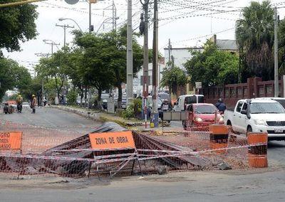 Al menos seis meses más de cierres por obras de alcantarillado en Asunción