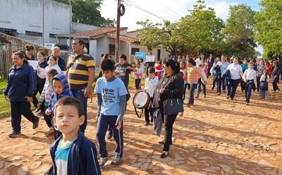 Escolares salen a las calles hartos de robos en su escuela