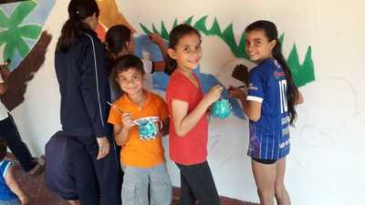 Escolares de San Blas aprenden y pintan mural ecológico
