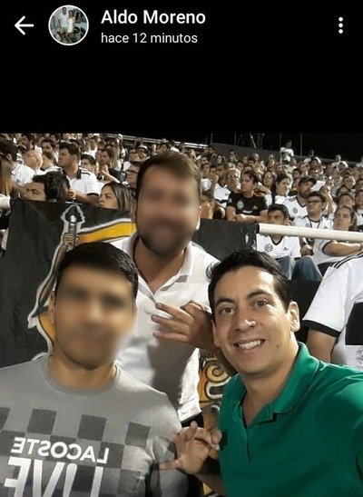 """Investigarán a """"policías"""" que acompañaron a preso que fue a partido de fútbol"""