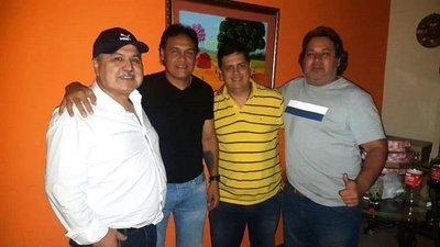 Chito Ayala se viste de bombero y viene a apagar incendios en Luqueño •