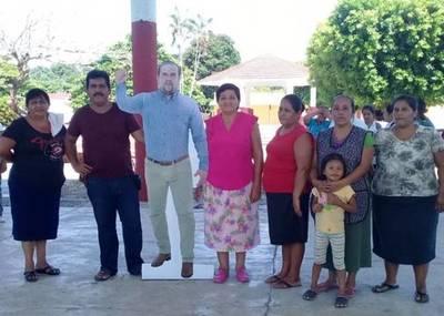 México: un alcalde envía una figura suya en tamaño real para no asistir a actos oficiales