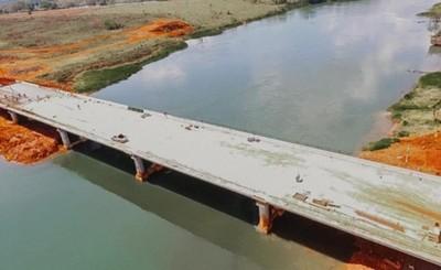 Puente que une a Hernandarias y Minga Guazú se encuentra en 80%