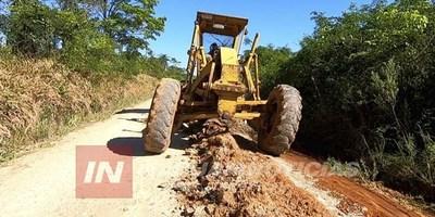 LEANDRO OVIEDO: REPARACIÓN INTENSIVA DE CAMINOS RURALES
