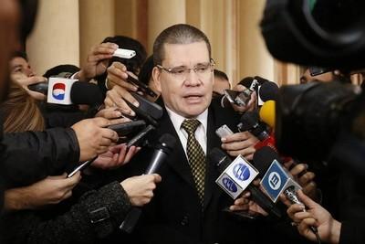 Legislador trata de 'piquito de oro' a Villamayor y adelanta voto de censura