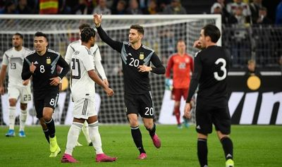 Argentina salva un empate