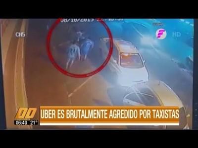 Taxistas agreden brutalmente a conductor de Uber
