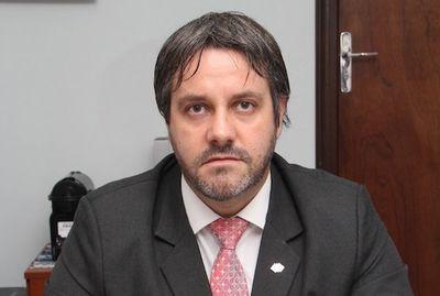 Fiscal internacional cuestiona gestión del embajador Rogelio Benítez