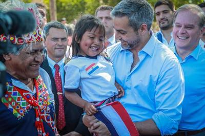 Presidente visita comunidad indígena Maká para verificar avances en construcción de viviendas sociales
