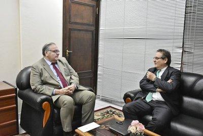 Embajador ecuatoriano informa sobre fuerte crisis en su país