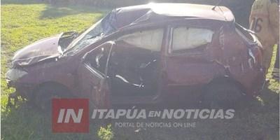 AUTOMÓVIL VOLCÓ CERCA DEL PUENTE CAPIIBARY EN HOHENAU