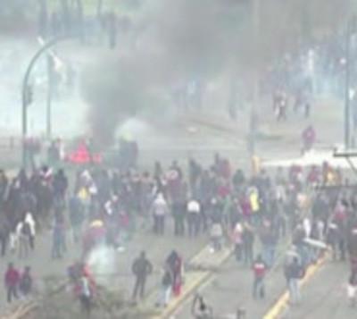 Indígena fallece durante duras protestas en Quito