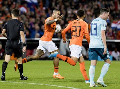 Holanda remonta y se mete en zona de clasificación