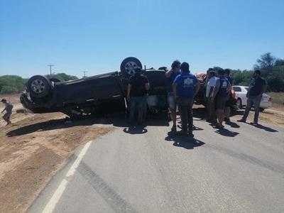 Camioneta con remolque volcó en Mariscal Estigarribia