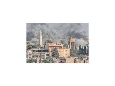 Miles de civiles huyen del avance de Turquía en Siria