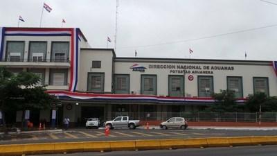 """Suman y siguen hechos de corrupción. Delegado de Aduanas en Uruguay cobra coima """"pero no es para mí"""""""