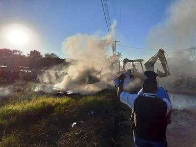 """Desalojan a 1.000 familias del asentamiento """"Flor de Itapuamí"""" •"""