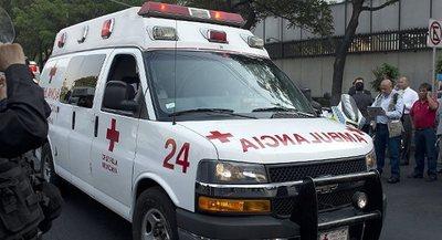 Varios muertos tras un choque de tren con autobús en el centro de México