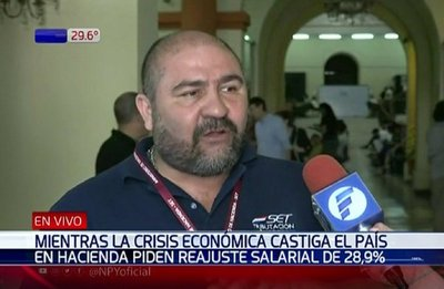 Funcionarios de Hacienda amenazan con huelga para obtener reajuste salarial