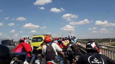 Conductores atrapados por horas en el Puente Remanso