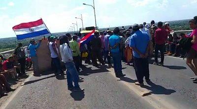 Aproximadamente 500 indígenas cierran el Puente Remanso