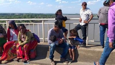 Nativos siguen bloqueando el Puente Remanso