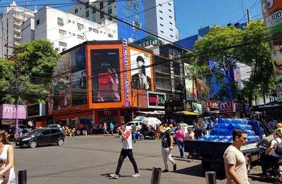 Comerciantes esteños celebran aumento de cota de compras para brasileños