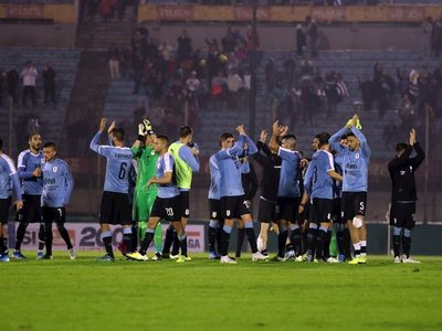 Uruguay ilusiona con vistoso primer tiempo y golazo de Brian Rodríguez