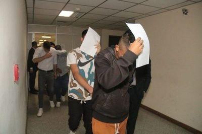 Justicia otorga libertad ambulatoria  a 30 hinchas