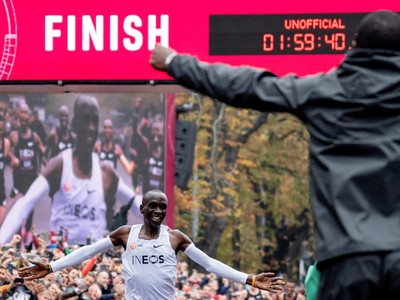 Eliud Kipchoge engrandece su historia dentro del atletismo