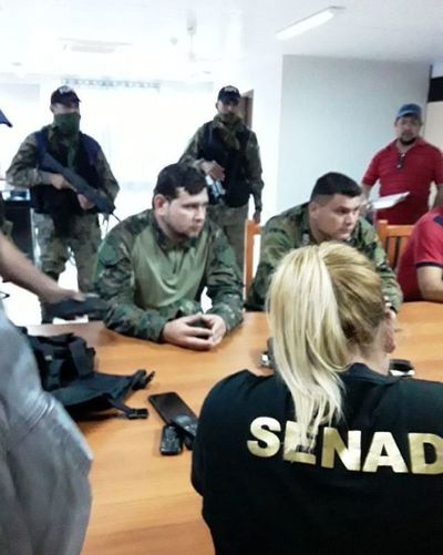 8 agentes detenidos por supuesto nexo con narcos