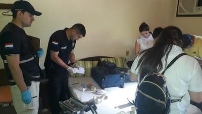 En allanamientos requisan evidencias sobre falsificación de documentos