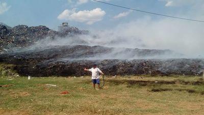 Controlan el incendio en el vertedero de Cateura