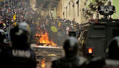 Se reanudan enfrentamientos en el centro histórico de Quito