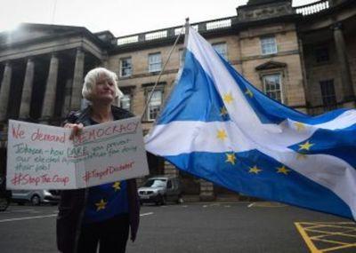 Un juez escocés rechaza paralizar de inmediato la decisión de Johnson de suspender el Parlamento