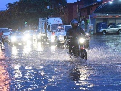 Meteorología anuncia lluvias y clima cálido para este lunes