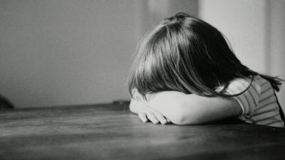 HOY / Niña golpeada en la cabeza y en la nuca: imputan a supuesto padre