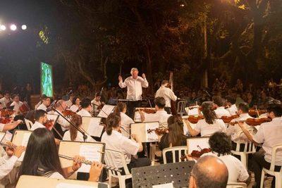 'Música para volar' en plazas de Asunción