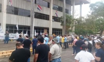 Funcionarios de ANDE reclaman reposición total de presupuesto 2020