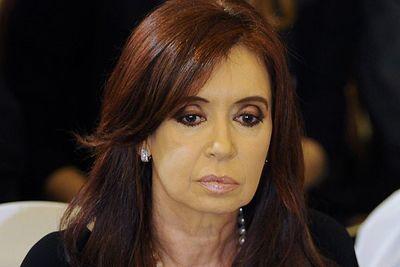 Juez dicta inhibición de bienes de expresidenta Cristina Fernández