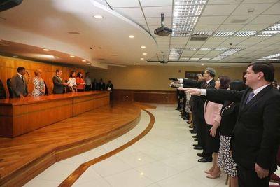 Ministros toman juramento a magistrados y fiscales