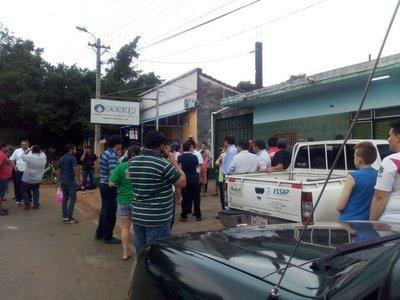 Iteños se manifiestan y piden renuncia de administrador de Essap