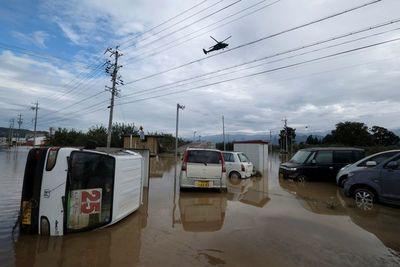 Japón: 58 muertos por tifón y se prevén más lluvias