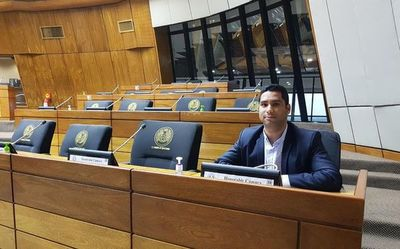Diputado payasea en sesión suspendida por actos de la ANR