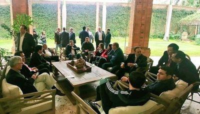 Diputados de Añetete se reúnen con Horacio Cartes para lograr unidad política de la ANR
