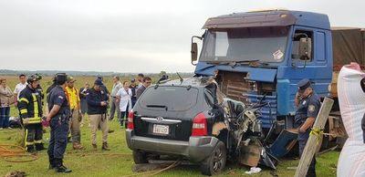 Acompañaba el traslado del cuerpo de su madre y murió al chocar con un camión